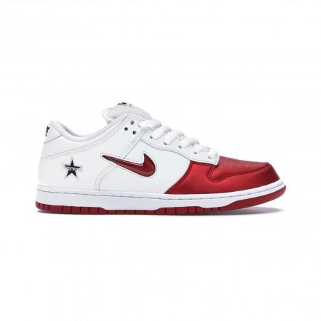 "Nike x Supreme - Dunk SB Low ""Jewel Swoosh"" Red"