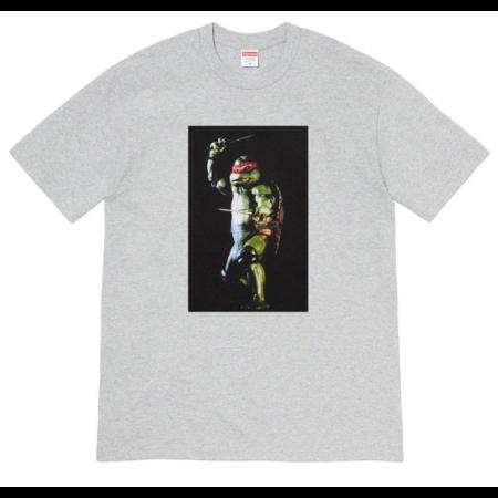 "Camiseta Supreme ""Raphael"" cinza"
